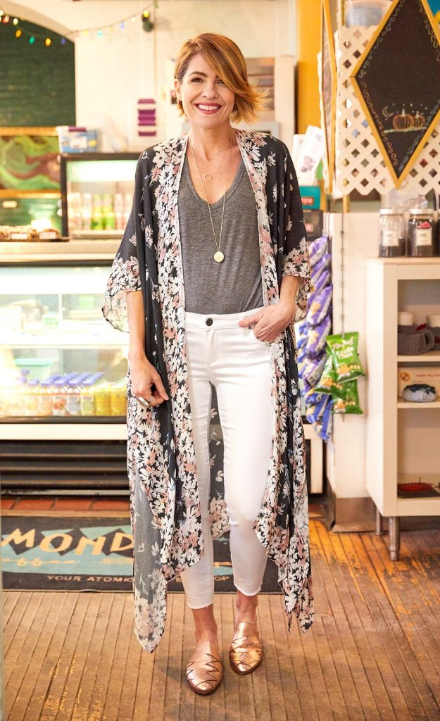 Beth from Seersucker and Saddles in a kimono with white jeans and gray tee